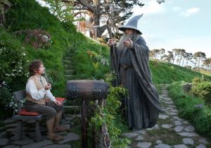 martin_freeman_as_bilbo_ian_mckellan_as_gandalf_the_hobbit_an_unexpected_journey_18alghm-18algjq