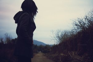 looking_behind_